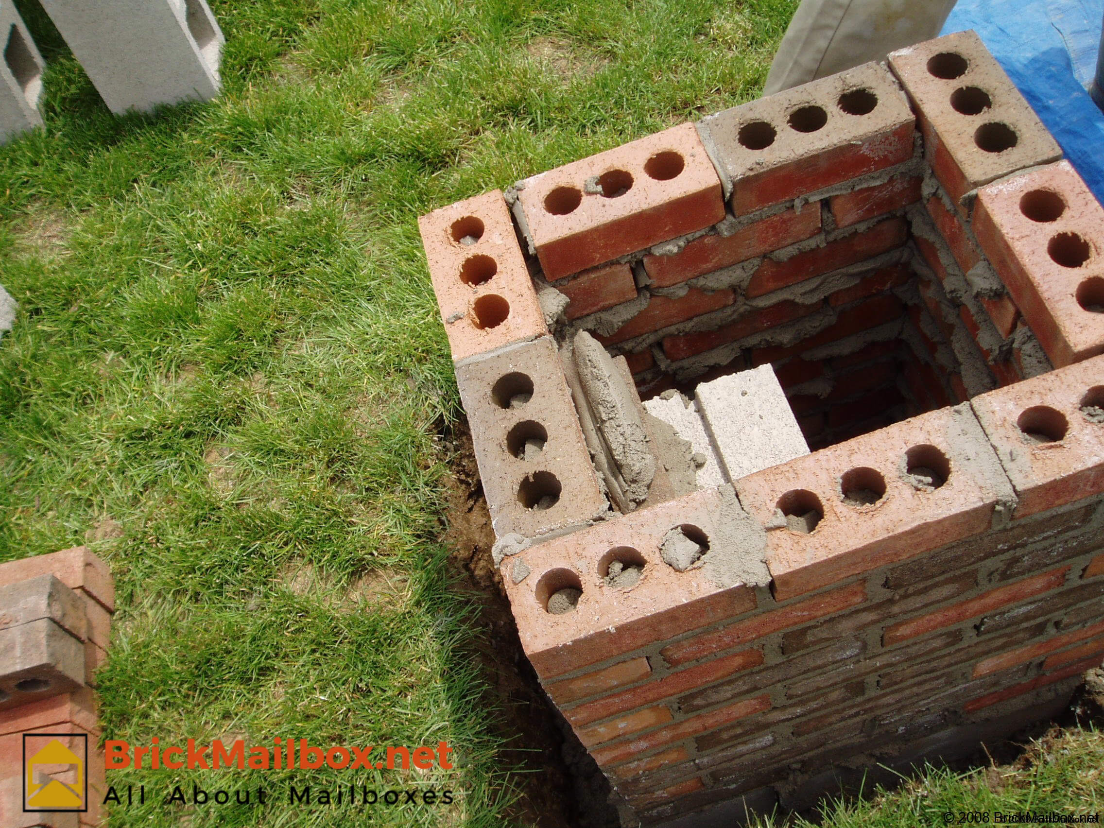 Place a generous amount of mortar on top of the block.