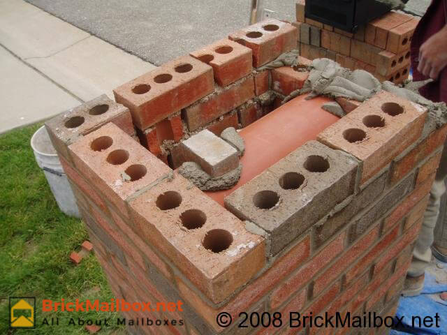 Place a mortar foundation to place the rubbermaid mailbox.